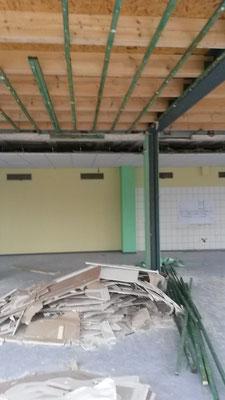 Ein Blick in die ehemalige Mensa - der Abriss beginnt jetzt dort. (18.12.2015)