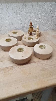fertige Podeste mit versenkten Kerzenhalter für Teelichter