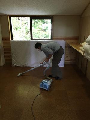 部屋を掃除します