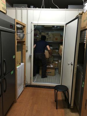冷蔵庫にも詰め込みます