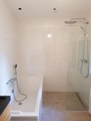 Comment installer un caniveau de douche dans une douche à l'Italienne à Grenoble TEL.06 42 67 35 52 ROMI PLOMBERIE