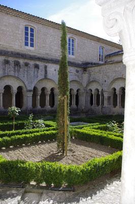 le cloître de la cathédrale sainte trophime à Arles