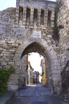 Lacoste porte fortifiée