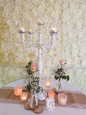 Vintage Dekoration Jute Läufer mit Spitze und weißer Kerzenständer