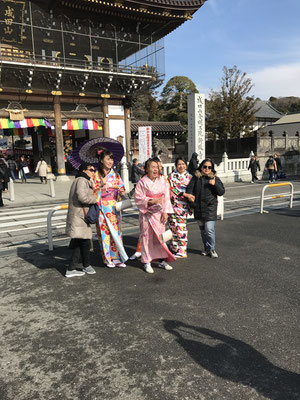 成田山新勝寺総門広場