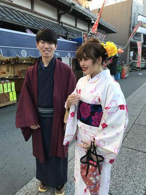 参道三橋哲郎商店様の前で20歳ぐらいいですが一番着物が似合う年齢かしら可愛いすぎますね