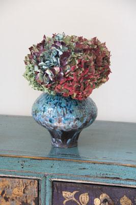 Vase en faïence brune tout de bleu émaillé