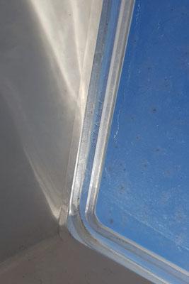 """Das hintere Dachfenster (Dometic Mini-Heki) hatte eine """"Zwangsentlüftung"""" ..."""