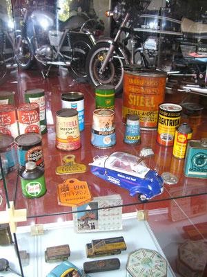 Petroliana im Vintage Motor Museum im belgischen Brügge.