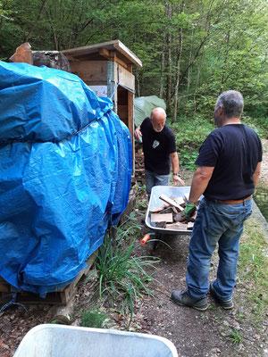 Füllen von Holzunterständen