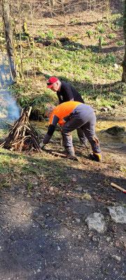 Vorbereitung für ein Feuer