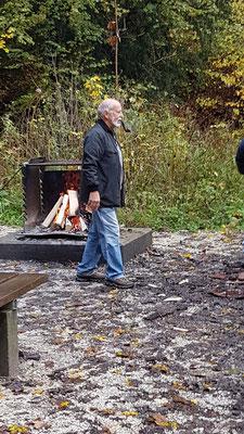 welcher sich aber auch gerne dem Feuer für die Mittagspause widmet. Und es hat wie immer geklappt.