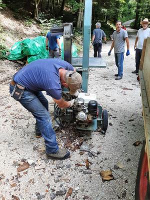 Bereitmachen der Maschinen und Holz spalten