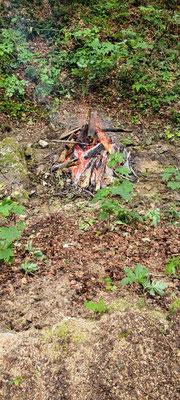 Das Feuer brannte nach zögerlichem Beginn (war halt auch nasses Holz) jedoch plötzlich perfekt