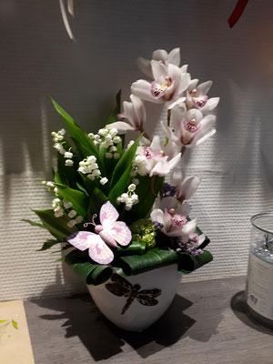 Composition de muguet de Bordeaux et orchidée