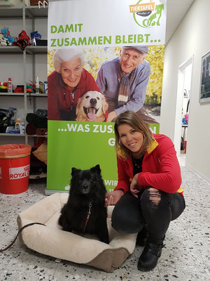 Futterhaus S.  Burtscheidt mit Betty, Foto: Oetken