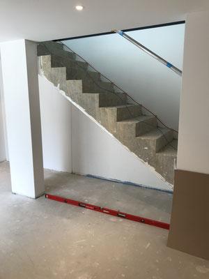 Kellertreppe vor der Verkleidung