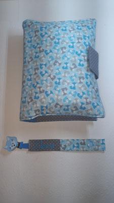 """Wickeltasche zum aufklappen und Schnullerkette in """"Füchse hellblau"""", Stoff reicht noch für ein Wärmekissen und eine Schnullerkette"""