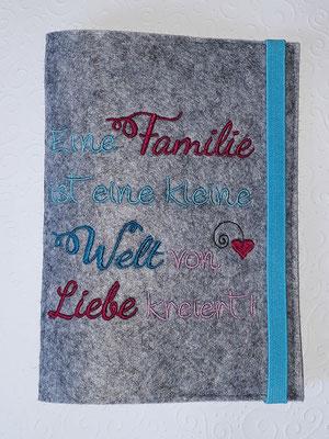 """Stickmotiv """"Eine Familie"""" in mint-pink-rosa auf Filz in hellgrau-meliert (Stickdatei Rock-Queen)"""