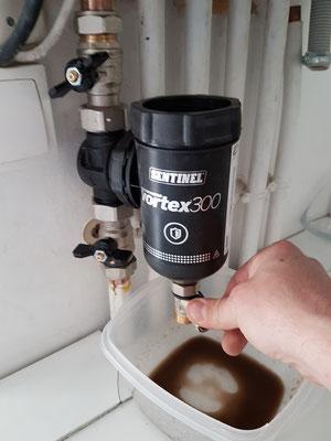 4 -> Ouvrir la vanne de purge puis refermer