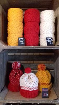 Bonnets tricotés localement