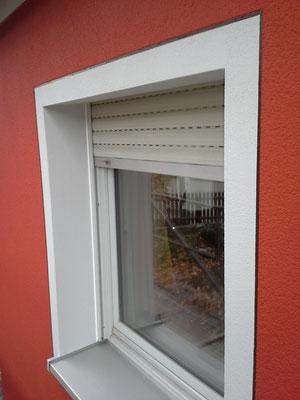 Fensterrahmen mit Schatten/ Ritzer