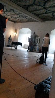 KMD M.Meier darf auf dem Historischen Instrument mehrere Stücke zu gehör bringen...
