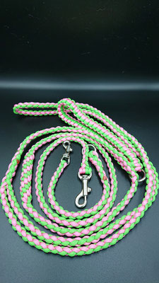 Iさんちのリード Wナスカン、袈裟懸け仕様 編み込みグリップ セーフティグリーン×ローズピンク 春らしさを感じる可愛い配色