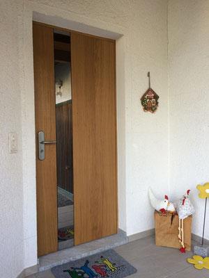 Haustüre mit Glasausschnitt in Bandsägenoptik  inkl. Motorenschloss