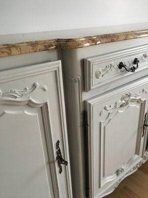 Détails du meuble 4 portes en merisier relooké par l'Atelier Samedi Le relooking