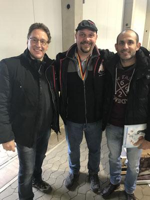 Mario Ackermann und Martin Linde mit einem Interessierten Züchter