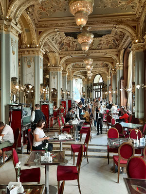 New York Cafe - most beautiful café in the World