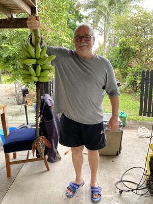 Jason hat sogar Bananen im Garten ...