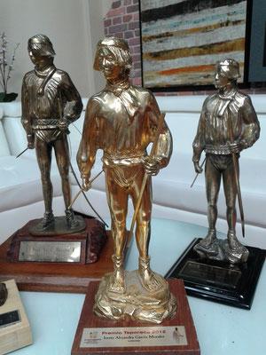 Sin duda las bellas estatuas del Premio Teporaca lucieron en grande en el Estudio de cine y televisión de Televisa Chihuahua.