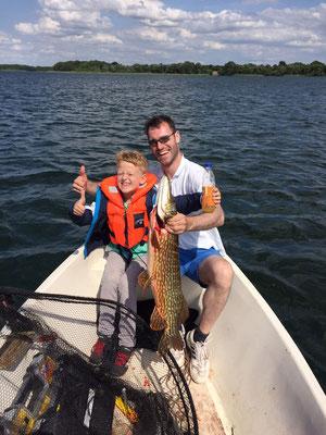 Auch die kleinen Gäste fange kapitale Fische. Neuer Personal Best