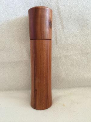 Peffer-Salzmühle ohne sichtbaren Knopf. Höhe ca 20 cm. Schweizer Mahlwerk 55.-€