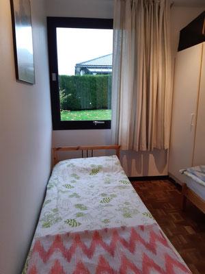 Einzelbett Schlafzimmer 2