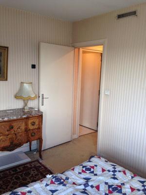 La chambre est restée une chambre (bleue)