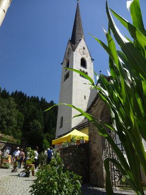 Slow food vor der Kirche