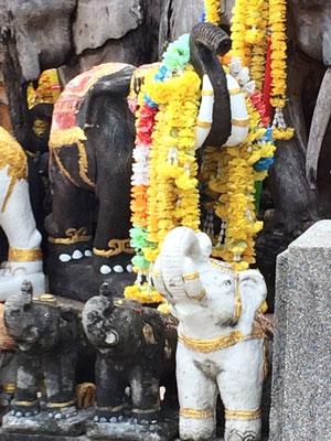 Opfergaben für den Hindugott Brahma