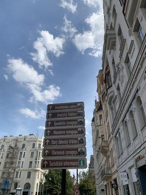 Wegweiser in Prag