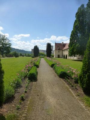 gepflegter Garten des rund um die Anlage des Kloster Haydau  (© I. Homfeld)