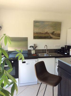 cuisine ouverte 2 tables pour 9 personnes en Baie de Somme confort de vacances