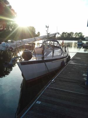 Abendstimmung in Wesel (Das Segelboot im Hintergrund war das einzige Fahrzeug dass wir in 14 Tagen überholt haben)