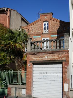 Rue des Chalets face Cervantes (42). Remarquer le cabochon au sommet