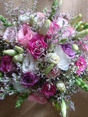Rosas, lisianthus y antirrhinum