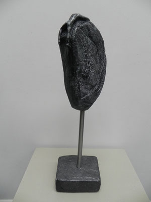 """""""Résistance""""    bronze anthracite sur socle béton  50 cm  180 euros"""
