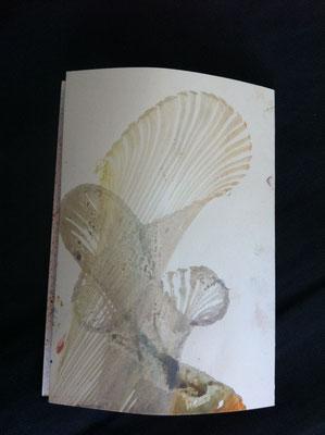 Fadentechnik. Faden einfärben auf das Papierlegen und mit einem 2. Papier einklemmen. Faden herausziehen.