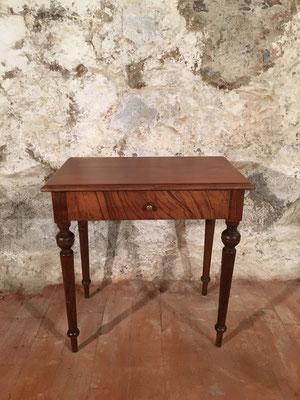 Nussbaumtisch mit Schublade, 80 x 50cm H: 80.5cm