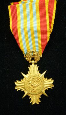médaille d'honneur du merite vietnamien   Prix : 70 euros